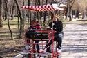 prin parc cu bicicleta
