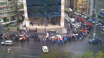 in drum spre manifestatie