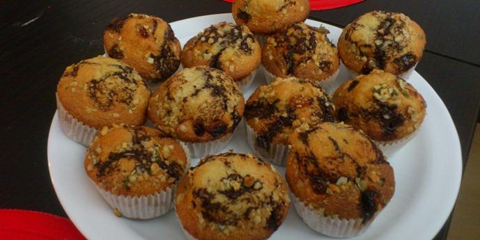 muffin cu ciocolata stafide si nuci